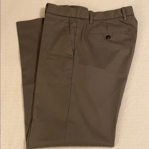 Gap Khakis Tailored Straight Fit 34/32